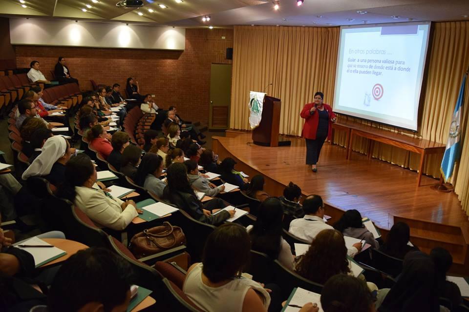 """""""Coaching"""" Transformando la Gestión del Administrador Educativo"""