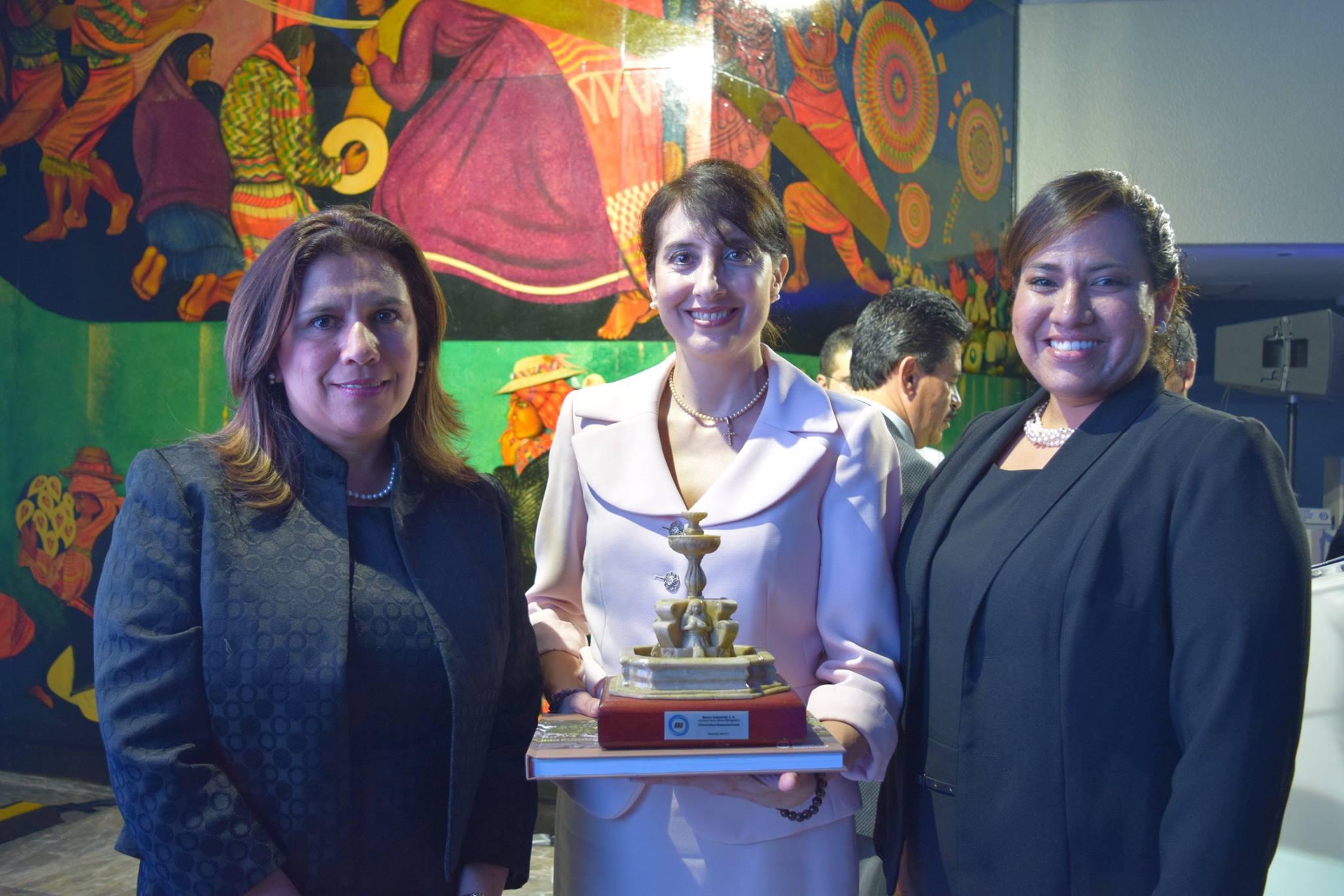 Entrega de Reconocimiento a la Universidad Mesoamericana